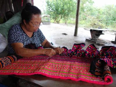 青モン(Hmong)族のプリーツスカートのつくり方