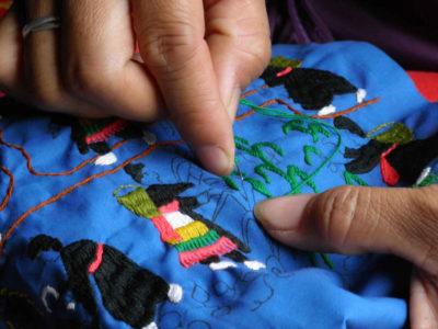 モン族のライフシーン刺繍