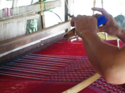 タイ-ミャンマー(ビルマ)国境で織られる布
