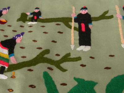 モン族伝統の種まきと芽吹きの様子をあらわした文様