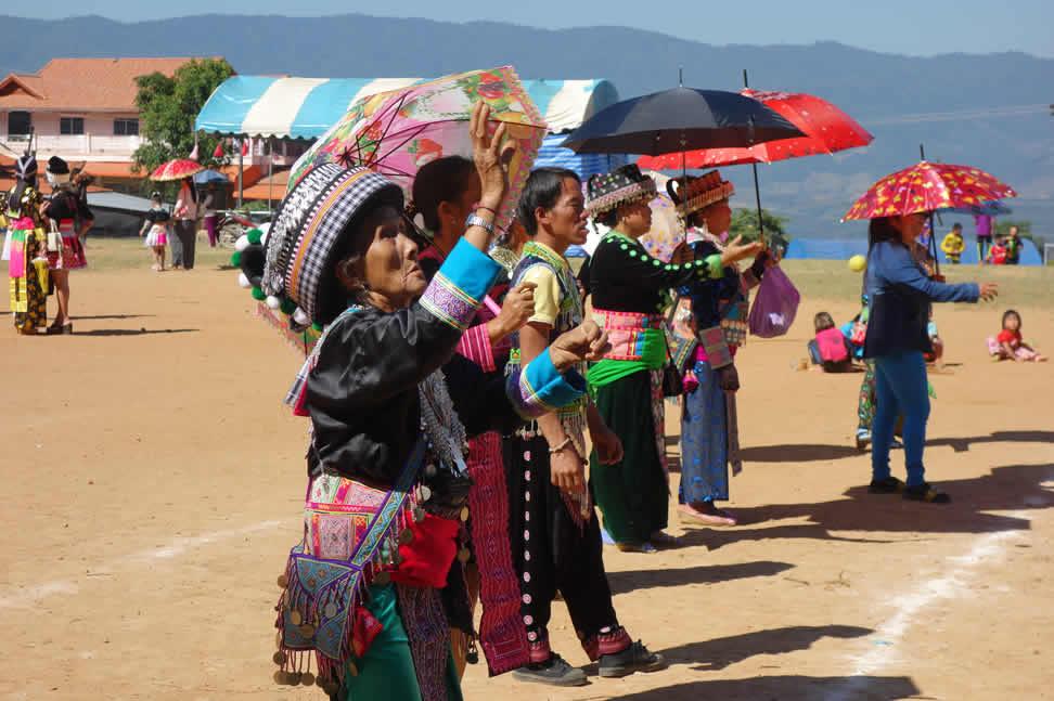 モン(Hmong)族のお正月_まり投げ