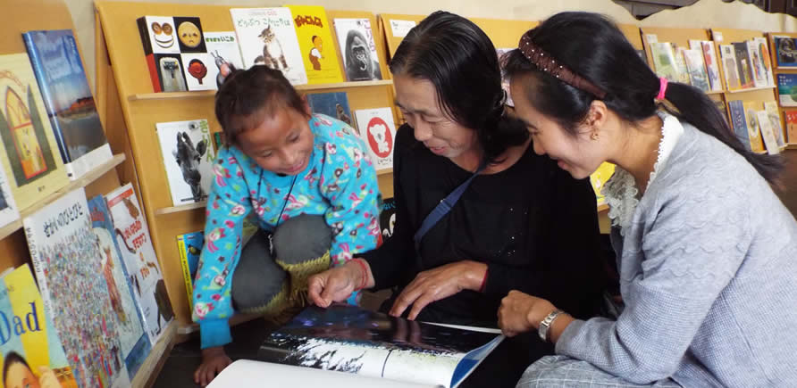 タイ国認定の公益法人(NGO)『マレットファン(夢のたね)』のえほん展にて
