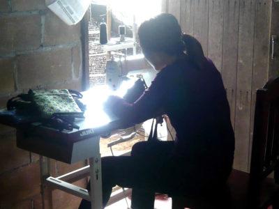 『織り人』オリジナルバッグ 第一号!モン族の刺繍ショルダー