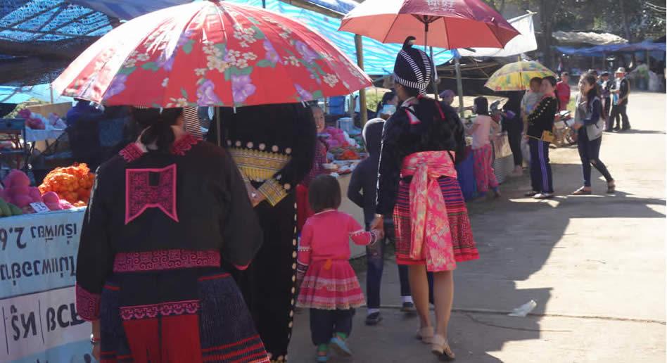 モン(Hmong)族の子どもたちのお正月_織り人(Orijin)