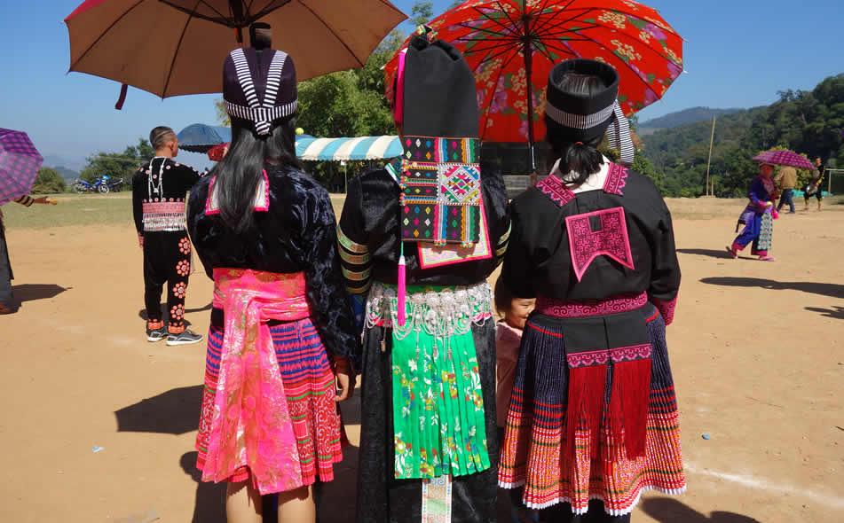 モン(Hmong)族のプリーツス<img src=