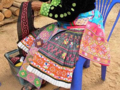 青モン(Hmong)族のプリーツスカート