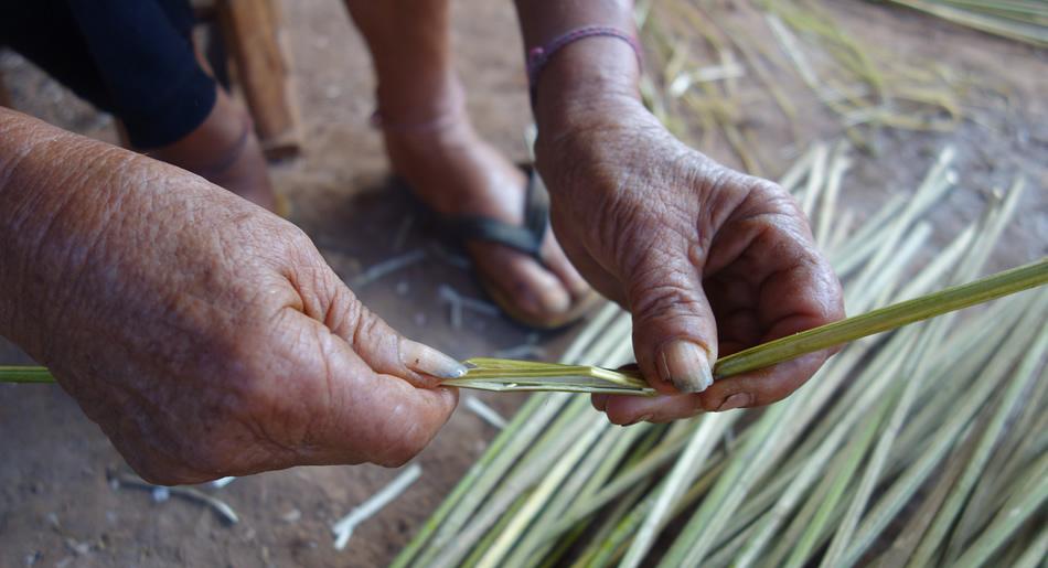 モン(Hmong)族の麻糸づくり_織り人(Orijin)