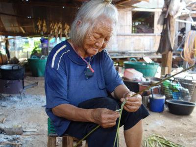 モン(Hmong)族の麻糸づくり