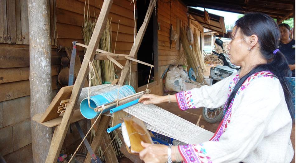 モン(Hmong)族のお麻布織り_織り人(Orijin)