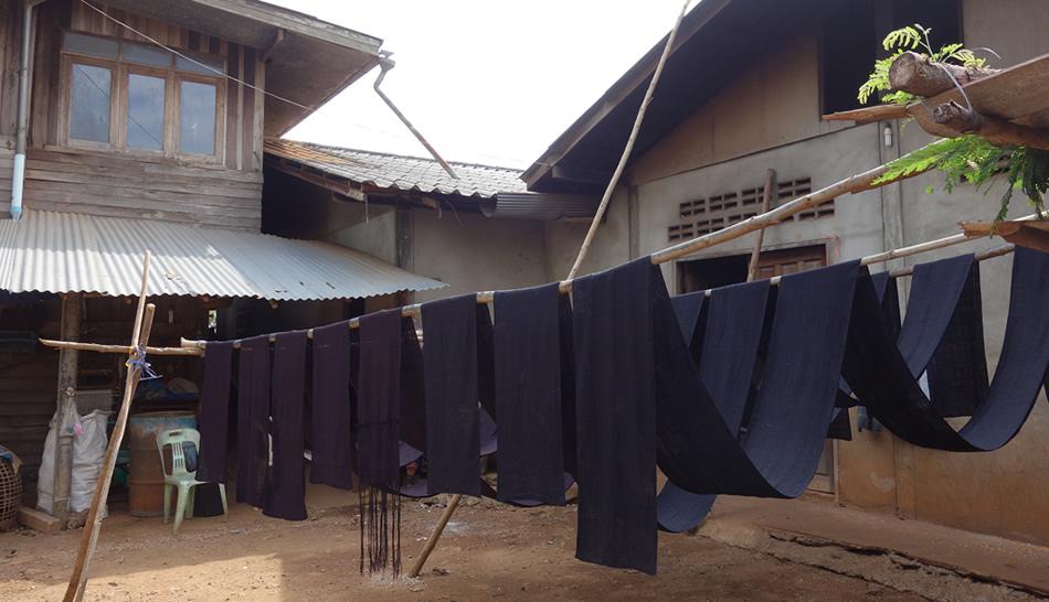 モン(Hmong)族の麻布の藍染め_織り人(Orijin)