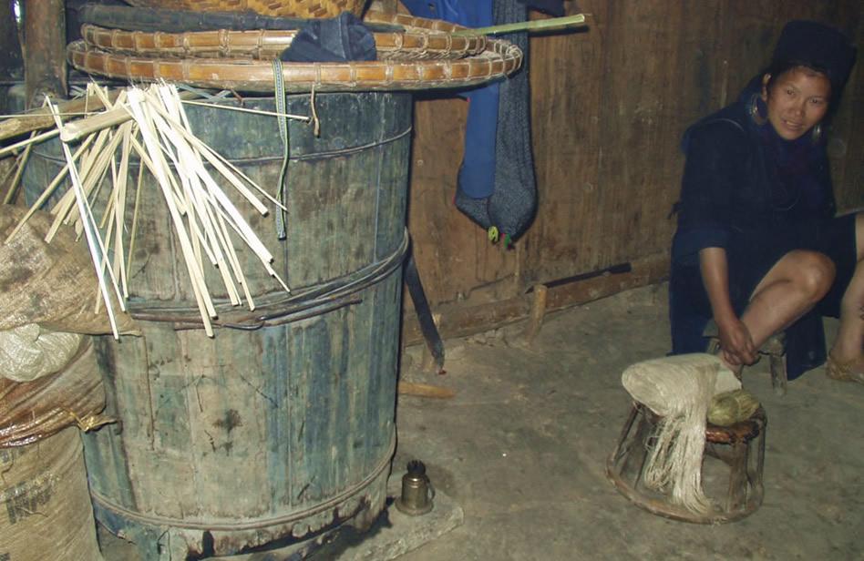 ベトナム黒モン(Hmong)族の藍染め麻布_織り人(Orijin)