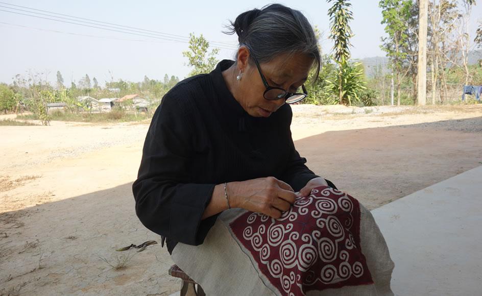 モン(Hmong)族のリバースアップリケ