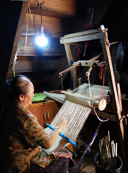 モン(Hmong)族の麻布織り_織り人(Orijin)