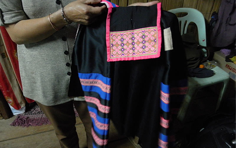 縞モン族の女性の上着