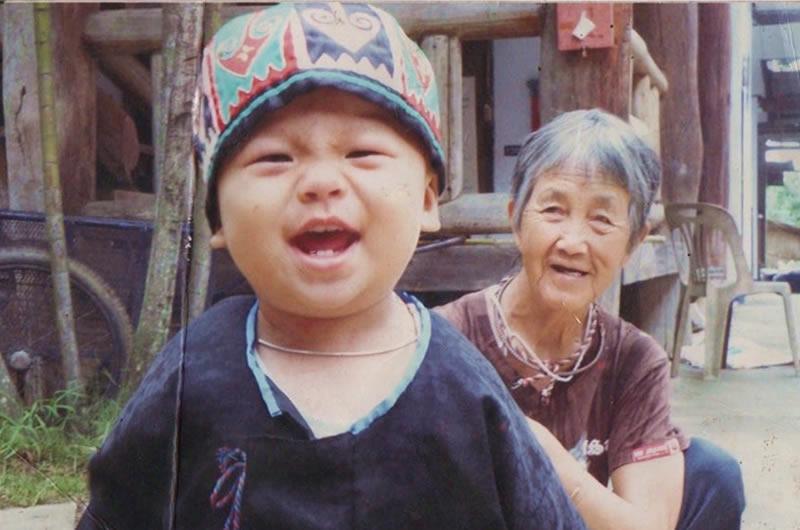 モン(Hmong)族の男の子の帽子